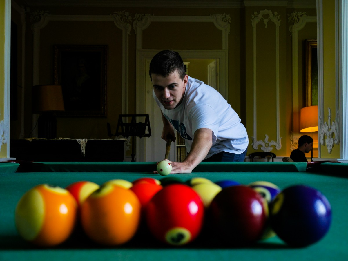 Dmitri Pisarev playing pool