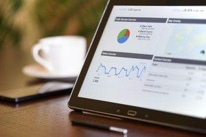 Tablet mit SEO Statistiken